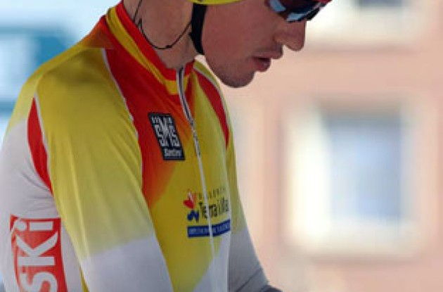Spain's Vega checks his heart rate monitor. Photo copyright Paul Sampara Photography.