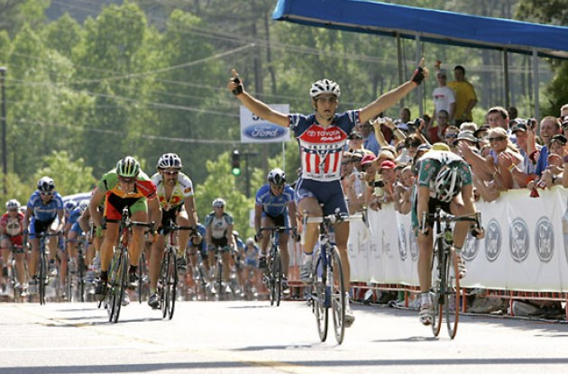"Haedo beats Fraser. Photo copyright Ben Ross/Roadcycling.com/<A HREF=""http://www.benrossphotography.com"" TARGET=_BLANK>www.benrossphotography.com</A>."