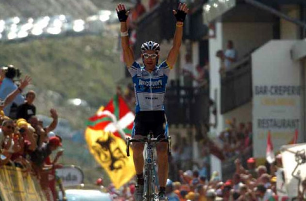 George Hincapie wins. Photo copyright Fotoreporter Sirotti.