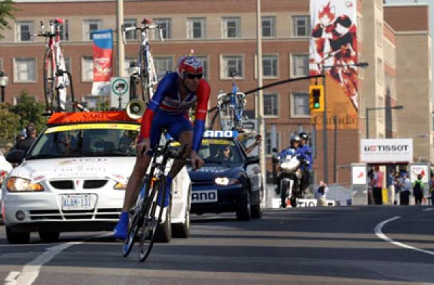 David Millar making it look oh so easy. Photo copyright Paul Sampara Photography.
