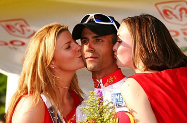 Sweet kisses for Brooks. Photo copyright Ben Ross/Roadcycling.com.