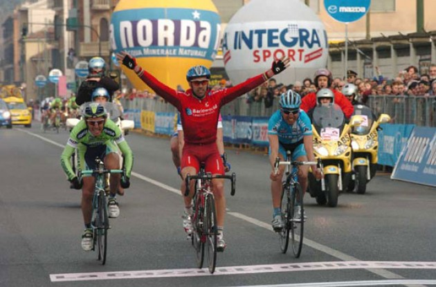 Igor Astarloa (Barloworld) takes the win in Torino (no Olympics in sight). Photo copyright Fotoreporter Sirotti.