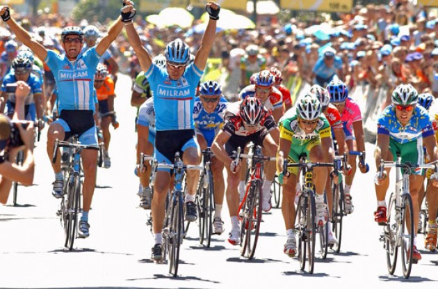 Erik Zabel (Team Milram) takes the stage win in Madrid. Photo copyright Roadcycling.com.