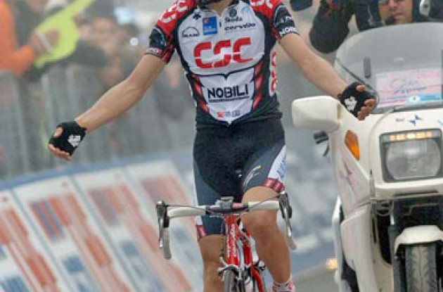 Ivan Basso (Team CSC) takes the stage win. Photo copyright Fotoreporter Sirotti.