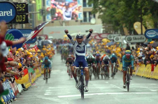 Bernucci takes the win ahead of Vinokourov and Förster. Photo copyright Fotoreporter Sirotti.