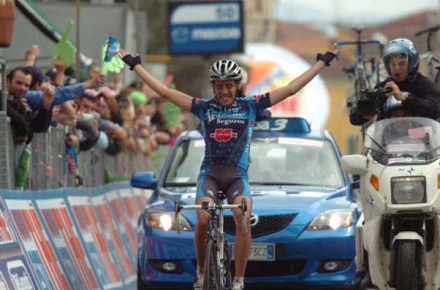 Koldo Gil Perez takes the stage win ahead of the overall race favorites. Photo copyright Fotoreporter Sirotti.