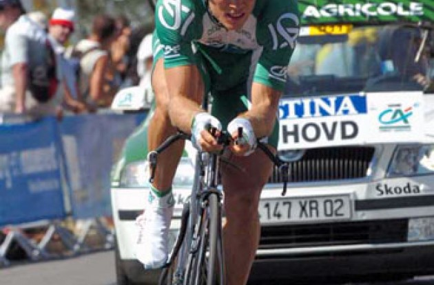 Thor Hushovd (Credit Agricole) wins the 2006 Tour de France prologue. Photo copyright Fotoreporter Sirotti.