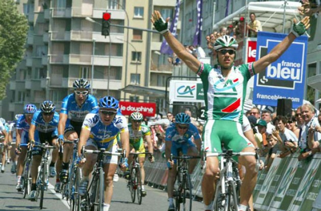 Thor Hushovd (Credit Agricole) takes the stage win. Photo copyright Fotoreporter Sirotti.