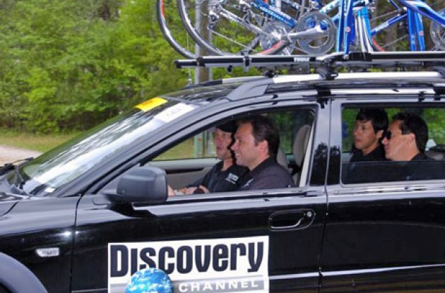 Johan Bruynell and Lance Armstrong in the front of the Team Discovery Channel car.