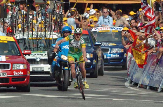 Floyd Landis takes his first Tour de France stage win. Photo copyright Fotoreporter Sirotti.