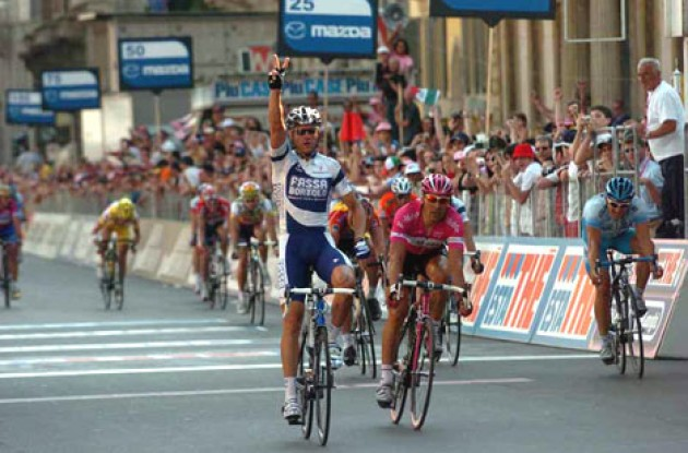 Petacchi takes the win ahead of Zabel and Forster. Photo copyright Fotoreporter Sirotti.
