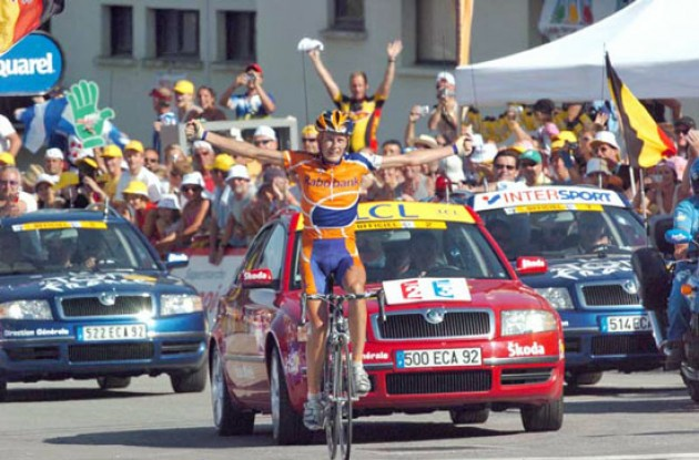 Michael Rasmussen (Rabobank) takes the stage win. Photo copyright Fotoreporter Sirotti.