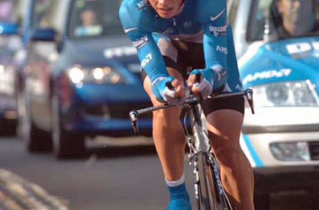 Paolo Savoldelli showed great form today and beat Basso by 23 seconds. Photo copyright Fotoreporter Sirotti.