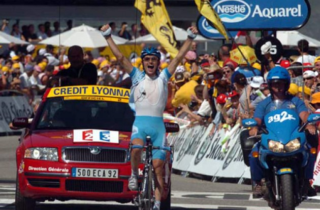 Georg Totschnig takes the stage win. Photo copyright Fotoreporter Sirotti.