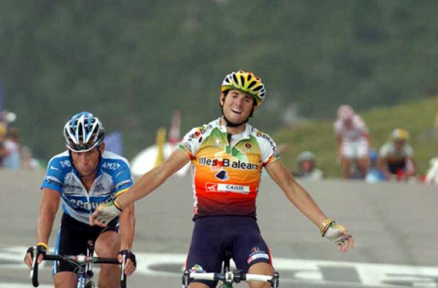 Armstrong vaulted once again into the yellow jersey by finishing a close runner-up to Illes Balears' Alejandro Valverde in a final sprint. Photo copyright Fotoreporter Sirotti.