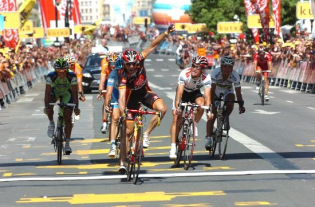 Valverde takes the win in San Sebastian.