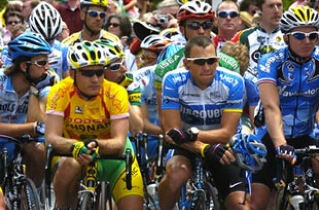 Robert Hunter and Lance Armstrong at the start. Photo copyright Casey Gibson.