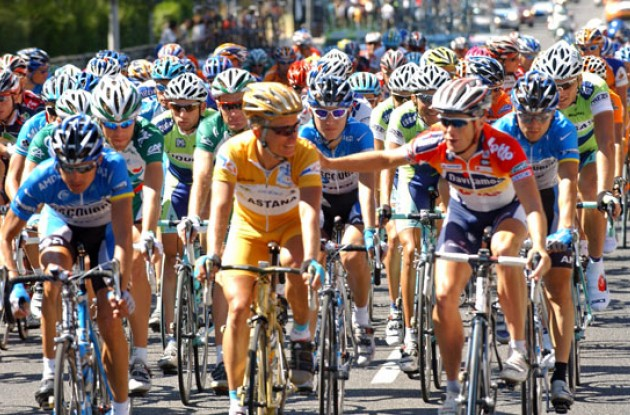 Vinokourov. Photo copyright Roadcycling.com.