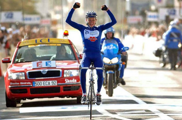 Andrey Kashechkin (Liberty Seguros-Würth) takes the stage win. Photo copyright Fotoreporter Sirotti.