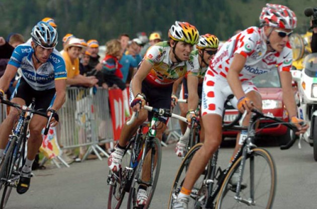 Armstrong, Rasmussen, Valverde and Mancebo on the final climb. Photo copyright Fotoreporter Sirotti.