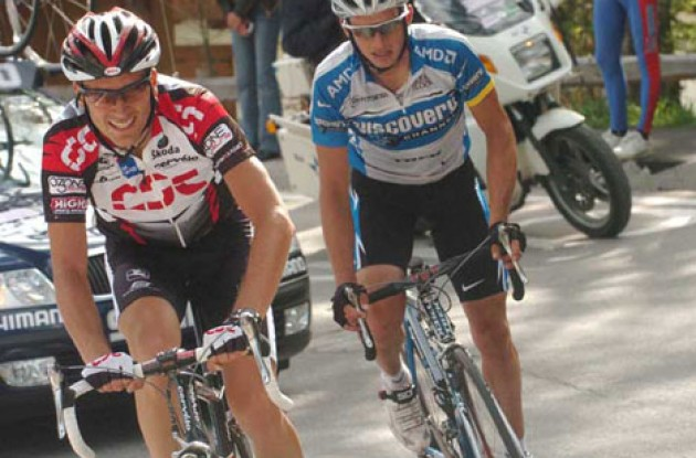 Basso leads Savoldelli up the final climb. Photo copyright Fotoreporter Sirotti.