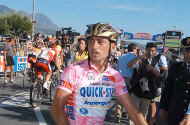 Bettini lost the Maglia Rosa today - but will keep his golden helmet. Photo copyright Fotoreporter Sirotti.