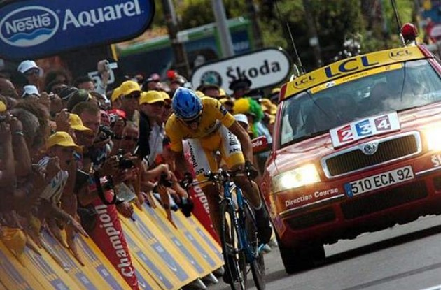 Alberto Contador (Team Discovery Channel) fighting hard to keep his overall lead. A brave effort by Contador today!