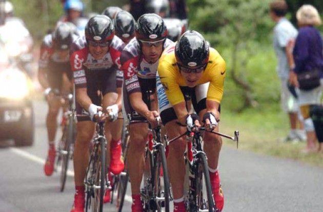 Zabriskie and the rest of Team CSC. Photo copyright Fotoreporter Sirotti.