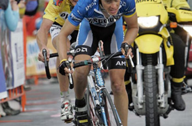 "Tom Danielson (Discovery Channel Pro Cycling Team) and Floyd Landis (Phonak - iShares) sprint on Brasstown Bald mountain. Photo copyright Ben Ross/Roadcycling.com/<A HREF=""http://www.benrossphotography.com"" TARGET=_BLANK>www.benrossphotography.com</A>."