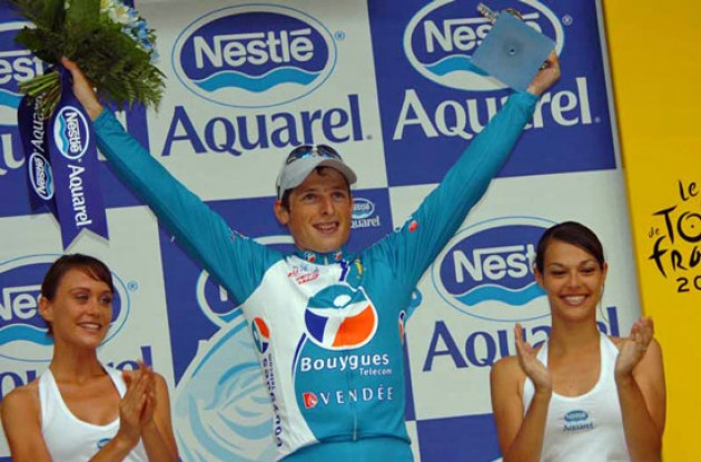 Fedrigo on the podium with the beautiful podium girls. Photo copyright Fotoreporter Sirotti.
