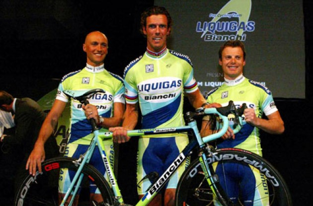 Look ma! It's SO light! Garzelli, Cipollini, and Di Luca look fit for fight. Photo copyright Roadcycling.com.