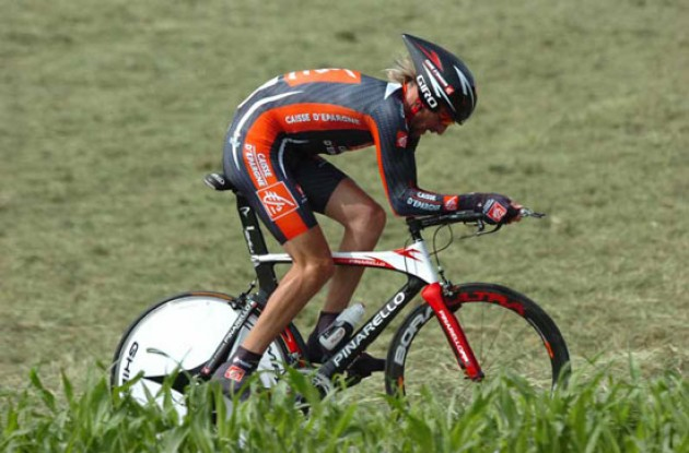 Vladimir Karpets on his way to overall victory and a certain spot in the Caisse d'Epargne 2007 Tour de France team.