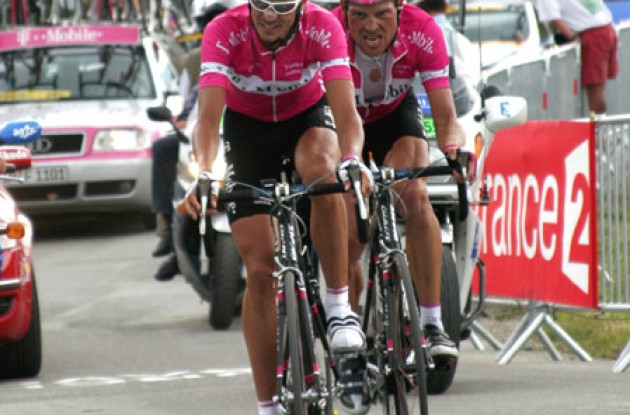 Andreas Klöden and Jan Ullrich at last year's Tour de France. Who'll pull Ulle up the French mountains in 2006? Stay tuned to Roadcycling.com to find out! Photo copyright Roadcycling.com/Ben Ross Photography.