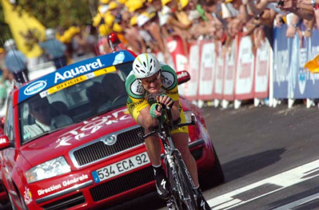 Floyd Landis on his way to taking the overall lead in the 2006 Tour de France. Photo copyright Fotoreporter Sirotti.