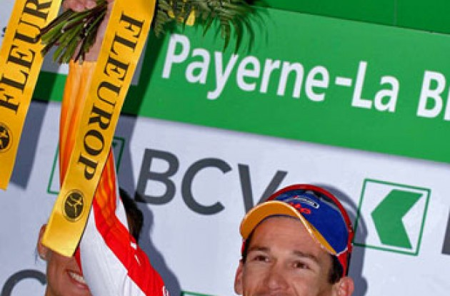 Robbie McEwen (Davitamon-Lotto) - happy on the podium. Photo copyright Fotoreporter Sirotti.