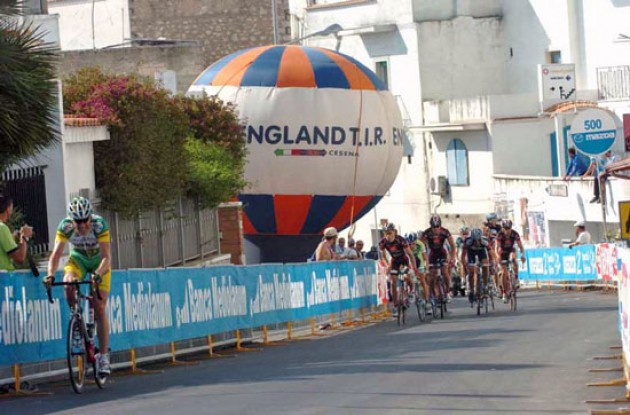 Merckx gets chased on the final climb. Photo copyright Fotoreporter Sirotti.