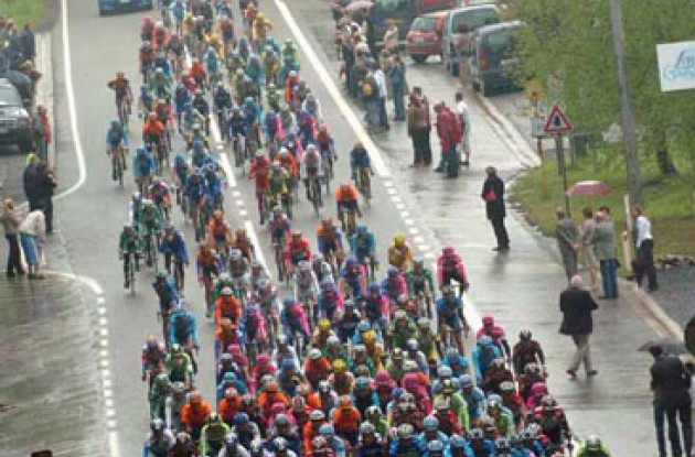 Peloton on the Belgian roads. Photo copyright Fotoreporter Sirotti.
