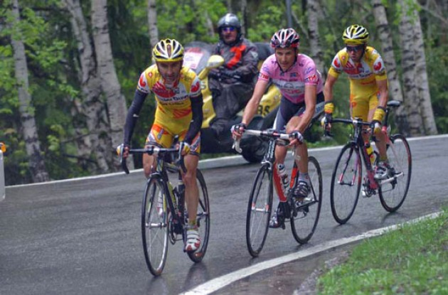 Piepoli, Basso, Simoni. Photo copyright Fotoreporter Sirotti.