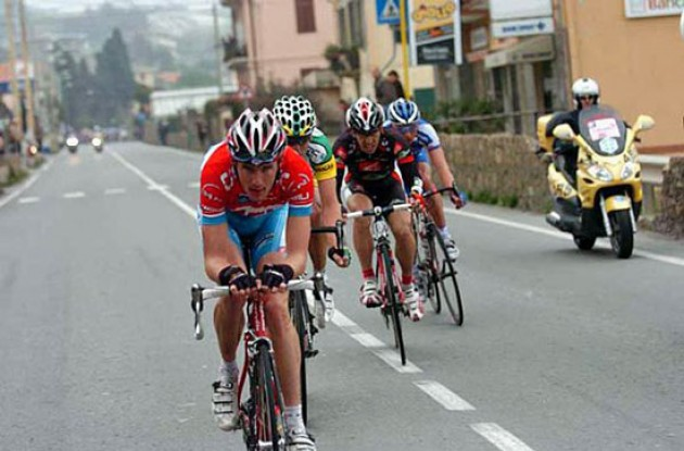 Schleck leads the breakaway. Photo copyright Roadcycling.com.