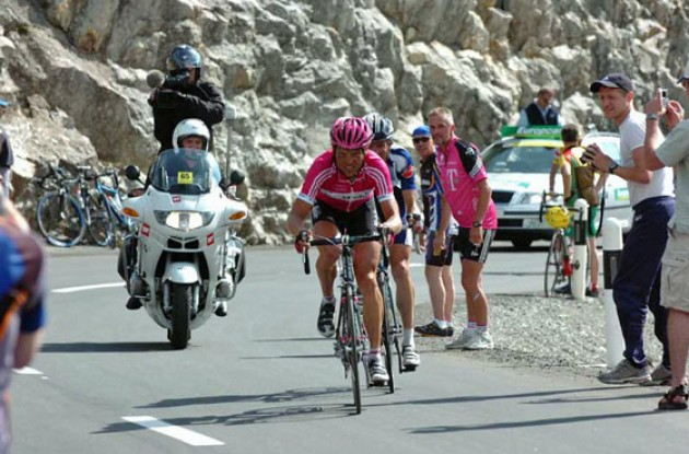 Jan Ullrich working hard. Photo copyright Fotoreporter Sirotti.