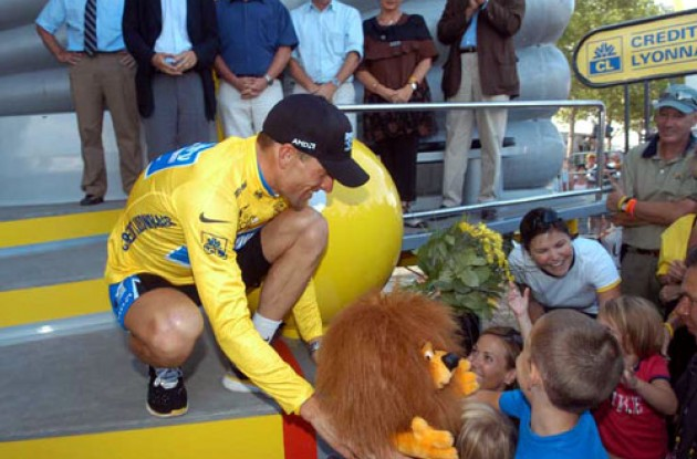 Lance Armstrong. Photo copyright Fotoreporter Sirotti.