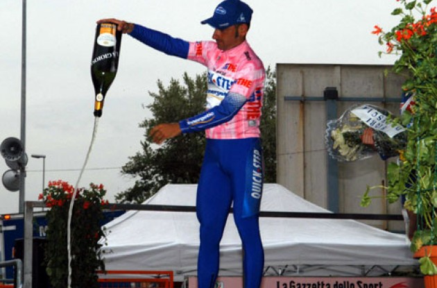 Paolo Bettini. Photo copyright Fotoreporter Sirotti.