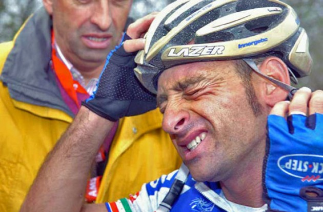 Bettini (Quick Step) suffers. Photo copyright Fotoreporter Sirotti.