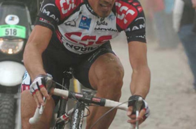 Cancellara on his way to a grand victory. Photo copyright Fotoreporter Sirotti.