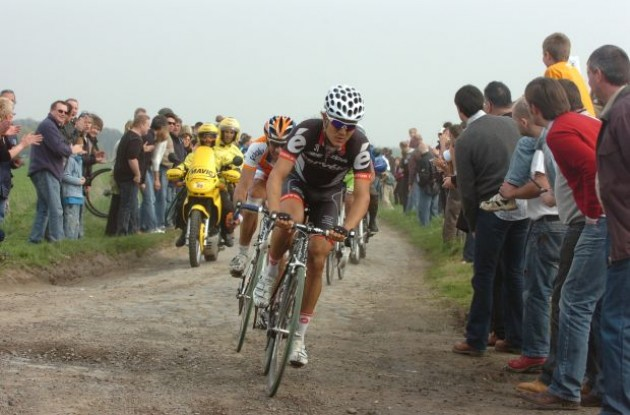 Heinrich Haussler (Cervelo TestTeam) is out of the 2010 Paris-Roubaix and 2010 Tour of Flanders. Photo copyright Fotoreporter Sirotti.