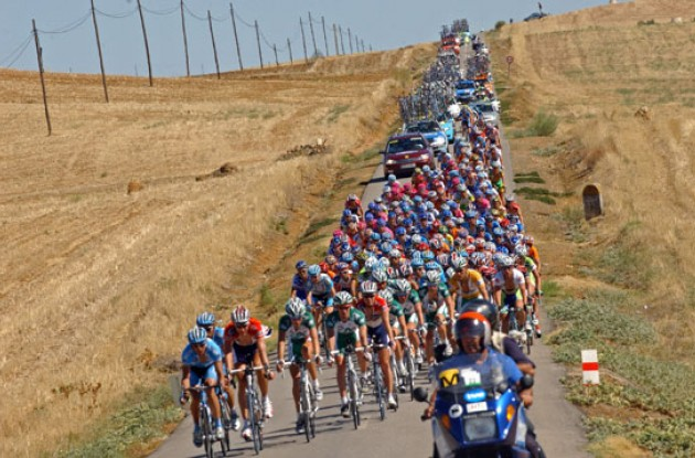 Peloton. Photo copyright Roadcycling.com.