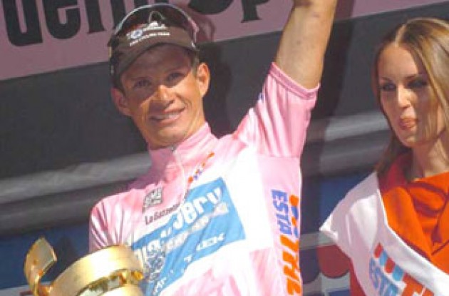 Paolo Savoldelli won the 2005 Giro d'Italia. Photo copyright Fotoreporter Sirotti.