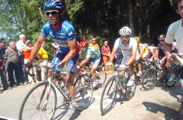 Simoni, Di Luca, Basso and co. climbs. Photo copyright Fotoreporter Sirotti.
