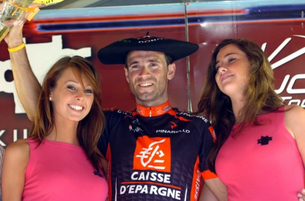 Valverde on the podium with amazing bombones on the sides.