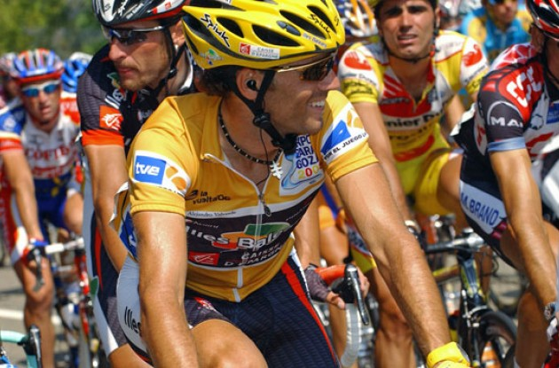 Valverde looking happy in his golden outfit. Photo copyright Roadcycling.com.